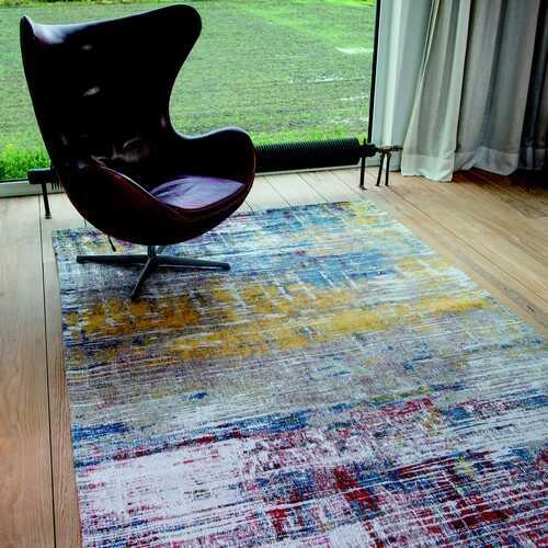 Smukt flerfarvet tæppe